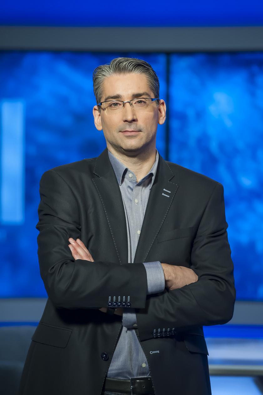 2019 áprilisában derült ki, hogy Azurák Csaba 18 év után közös megegyezéssel távozik a TV2-től. A 43 éves egykori tévés jelenleg a Budapest Honvéd kommunikációs és marketingigazgatójaként tevékenykedik.