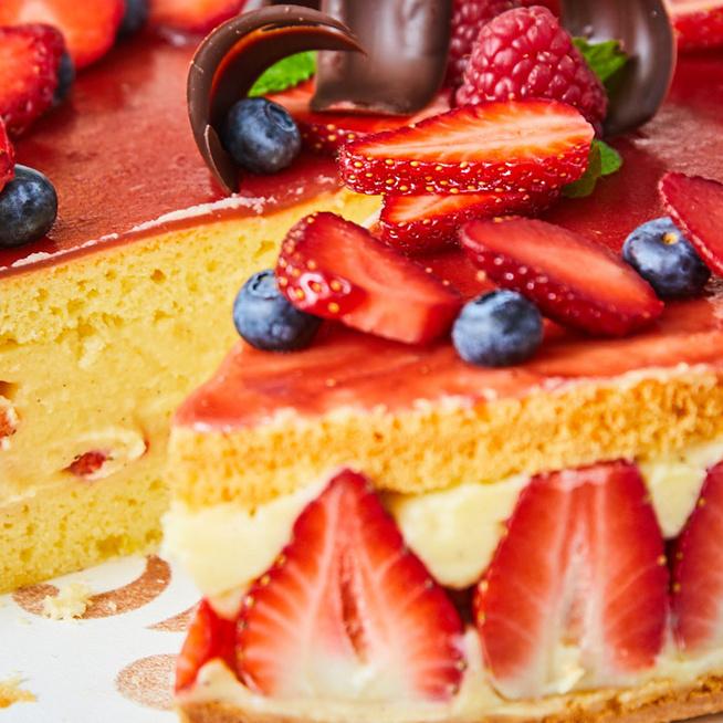 Selymes vaníliakrémes epertorta piskótával: a franciák legszexibb édessége