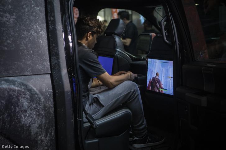Fortnite-játékos a Milánói Játékhéten 2019. szeptember 27-én