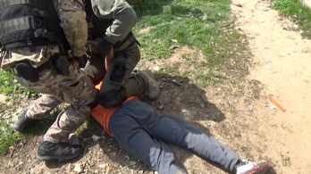 Elítélték a rablókat, akik pár tízezer forintért vascsővel vertek agyon egy nőt