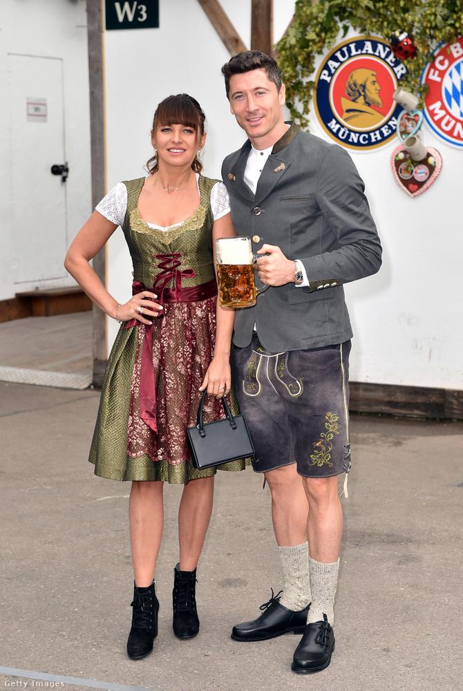 Még egy házaspár: Robert Lewandowski és Anna Lewandowska.