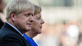 Boris Johnson és Merkel telefonja után elkezdődött az egymásra mutogatás