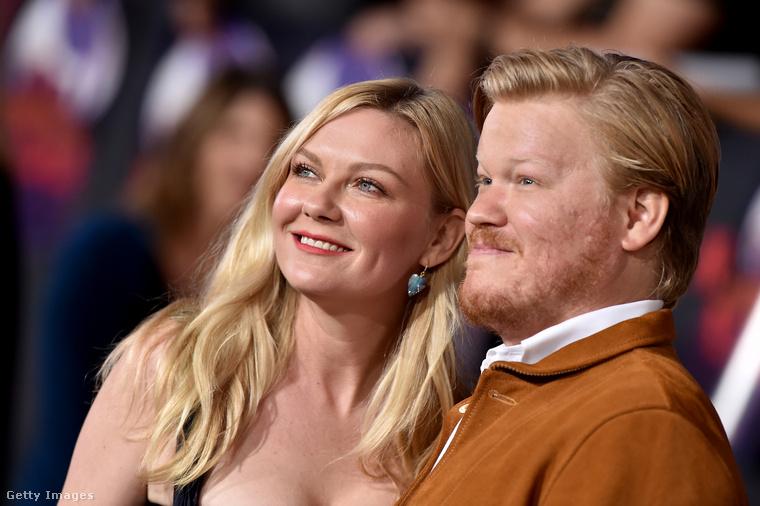 Kirsten Dunst is ott volt a premieren, mivel a férje, Jesse Plemons alakította Todd Alquist szerepét a Breaking Bad utolsó évadában, traumatikus emlékeket hagyva a nézők kevésbé erős idegzetű hányadában.