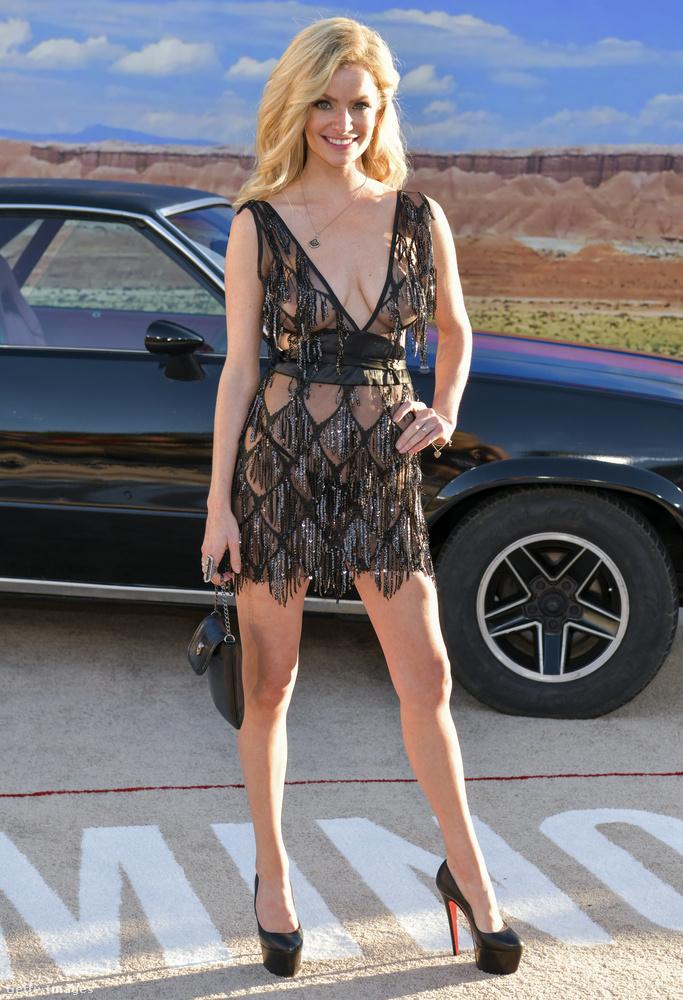 Ő Cody Renee Cameron modell, színésznő és motoros, de hogy neki mi a köze a Breaking Badhez, azt nem sikerült felderítenünk, igaz, a film teljes szereposztása még nem nyilvános, szóval az tűnik kézenfekvőnek, hogy ő is feltűnik a filmben