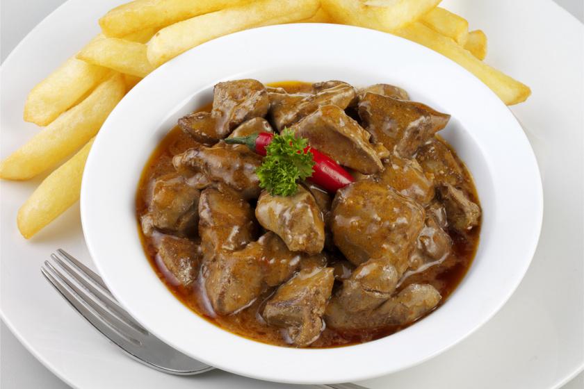 Puha, omlós, chilis csirkemáj: így nem fröcsög az olaj sütés közben