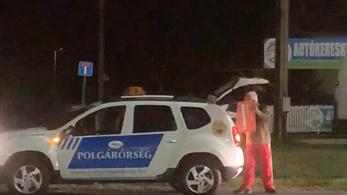 Úgy tűnik, Érden a polgárőrség adagolja a Fidesz-plakátokat