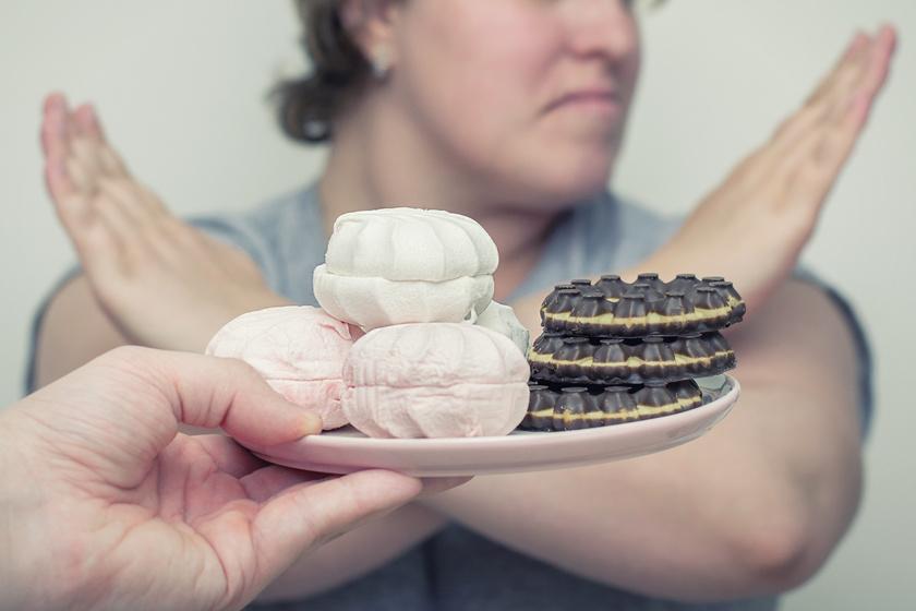 fogyokura-etel-visszautasit-dieta-suti-edesseg