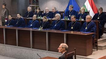 Lazított az Alkotmánybíróság, hamis tényállítás is lehet politikai vélemény