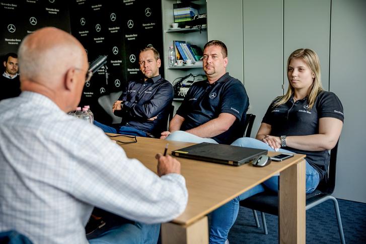 A megrendelt autók betervezési folyamatairól és a megfelelő alkatrészek biztosításáról beszél Hódi Nikolett és Szokonya Gábor