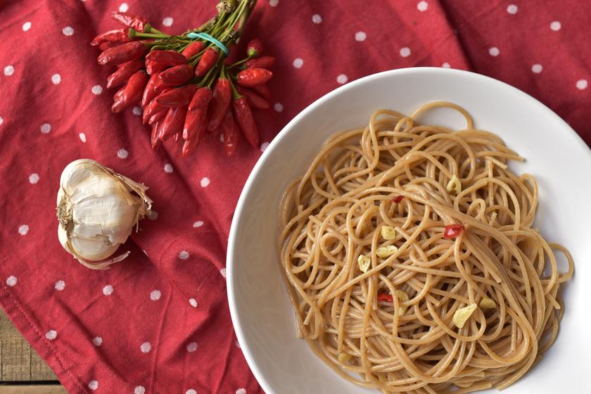Tízperces olasz spagetti három összetevőből: a csípős tészták csúcsa