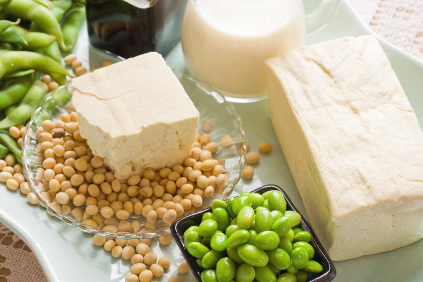 A növényi fehérjék - például a szójafehérje - képesek csökkenteni a koleszterinszintet. Napi 25 gramm szójaprotein - ez lehet szójabab, tofu vagy szójatej - elfogyasztásával 5-6 %-kal csökkenthet a rossz LDL-koleszterin.