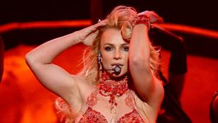 Britney Spears talált egy menő jógastúdiót, ezért gyorsan szélesre tárta a lábait