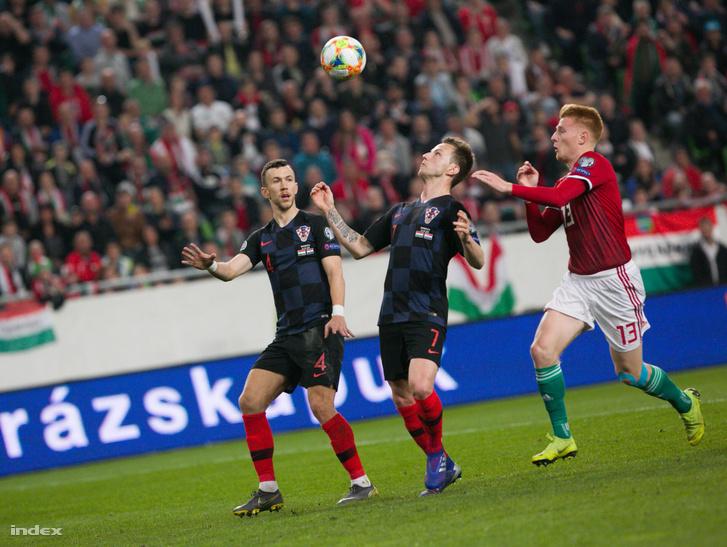 Ivan Rakitic (k) a Magyarország - Horvátország labdarúgó Európa-bajnoki selejtezőmérkőzésen a Groupama Arénában 2019. március 24-én.