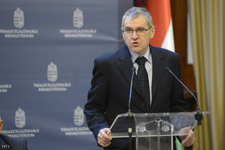 Rolek Ferenc a Munkaadók és Gyáriparosok Országos Szövetségének (MGYOSZ) alelnöke beszél a 2015. évi bérmegállapodás aláírásán Budapesten a Nemzetgazdasági Minisztériumban 2014. december 29-én.