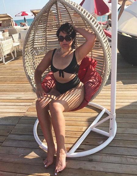 Gáspár Evelin egy dögös, magas derekú bikiniben pózolt Törökországban.