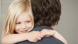 Melyik mosdóba vigye a kislányát egy apa? Nőibe? Férfibe? Most kiderül!