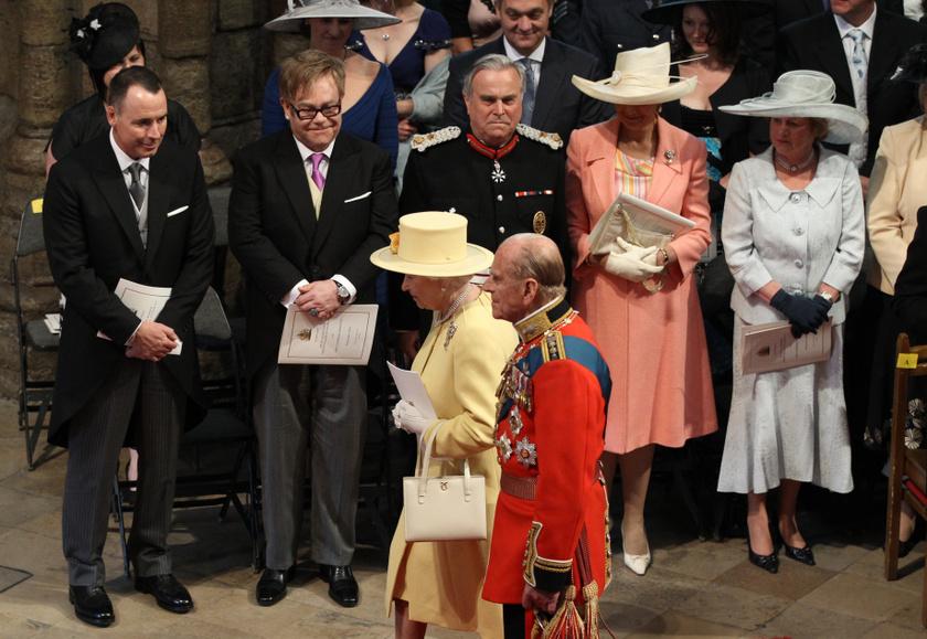 Beszólás ide vagy oda: Vilmos herceg és Katalin esküvőjén igazán barátságosan üdvözölték egymást.
