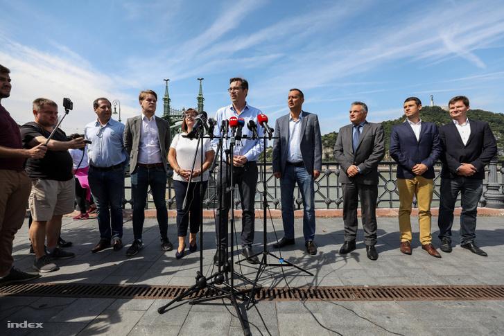 A közös ellenzéki polgármesterjelöltek bejelentéséről szóló sajtótájékoztató 2019. július 6-án