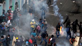 Könnygázzal oszlatták a tömeget Ecuador fővárosában