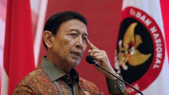 Megkéselték az indonéz belbiztonsági minisztert