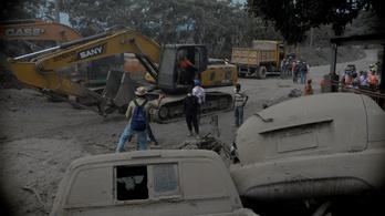 Már munkagépekkel is keresik a tavalyi guatemalai vulkánkitörés áldozatait