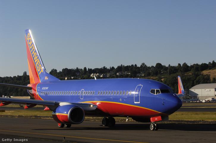 Az első 737 NG típusú Boeing repülő 1996. december 8-án gurult ki a gyárból, és 1997. február 9-én repült először