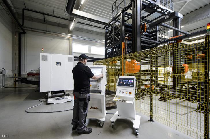 A tûzhelyeket és kandallókat gyártó salgótarjáni Wamsler SE új üzemcsarnoka az avatás napján 2019. október 3-án. Az 5400 négyzetméteres robotizált üzemcsarnok 36 milliárd forintba került amit a kormány 18 milliárd forinttal segített a nagyvállalati támogatási program részeként.