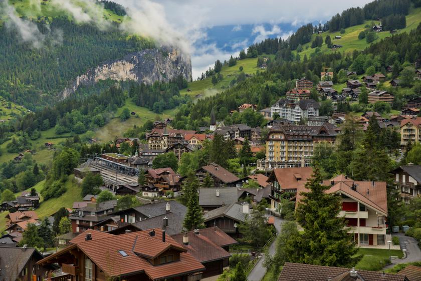 Wengen egy álomszép fekvésű település Bern kantonban. Nagyjából 1300 lakosa van, nyáron ez ötszörösére, télen akár tízszeresére növekedhet. A szolgálati járműveken kívül autómentes: a fogaskerekű vasút segíti az eljutást, ezáltal alacsony a zaj- és légszennyezettség.