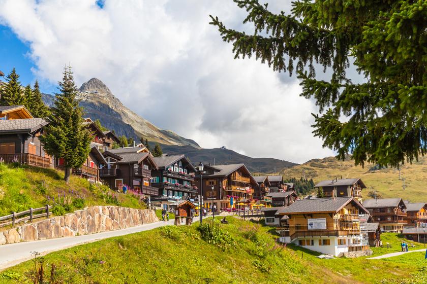 Egy autó sem hajthat be a faluba: 10 álomszép svájci település, ahol kristálytiszta a levegő