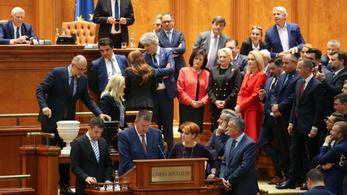 Megbuktatták a román kormányt, átment a bizalmatlansági indítvány