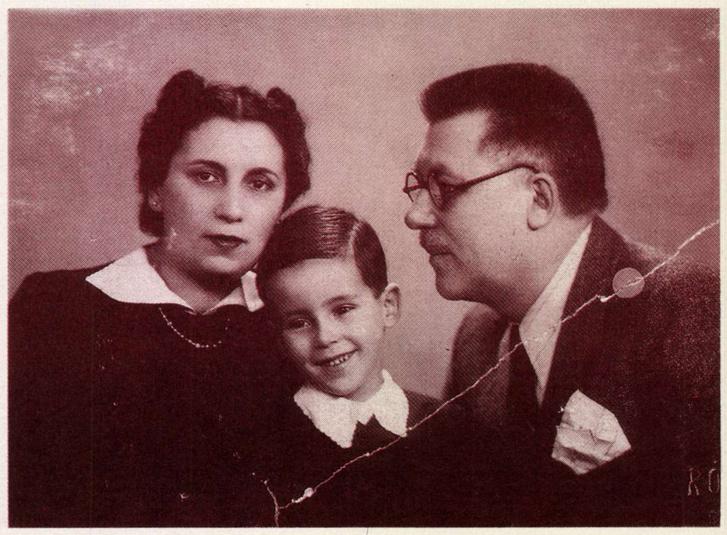 Vekerdy Tamás ötévesen szüleivel, 1940-ben. Forrás: Arcanum adatbázis