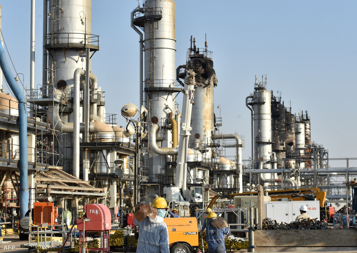Az Aramco szaúdi olajvállalat Abkaik tartományban működő olajtermináljának dróntámadásban megsérült berendezései Bukjakban 2019. szeptember 20-án