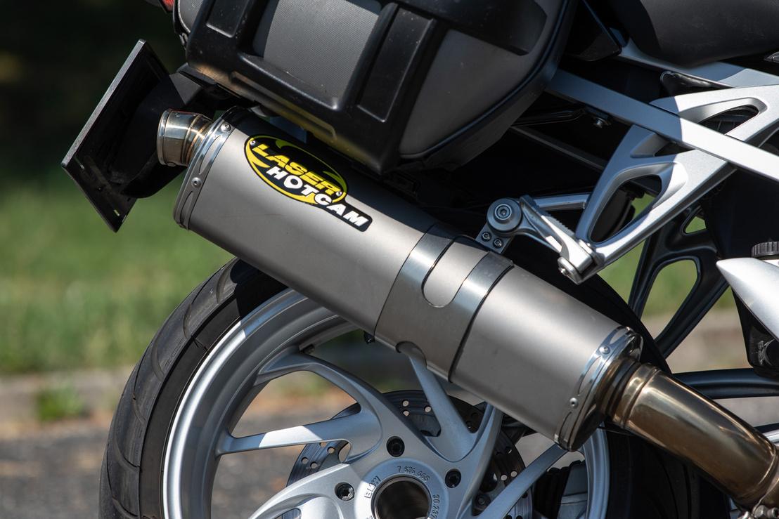 A gyári extraként rendelhető Laser kipufogó nem különösebben hangos, de gázelvételre durrog