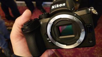 Középhaladó fotósoknak majdnem profi kamera