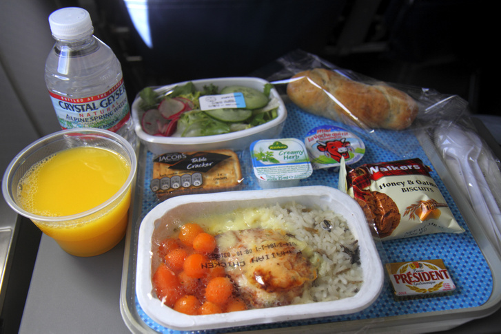 Az American Airlines turistaosztályán kapható menü