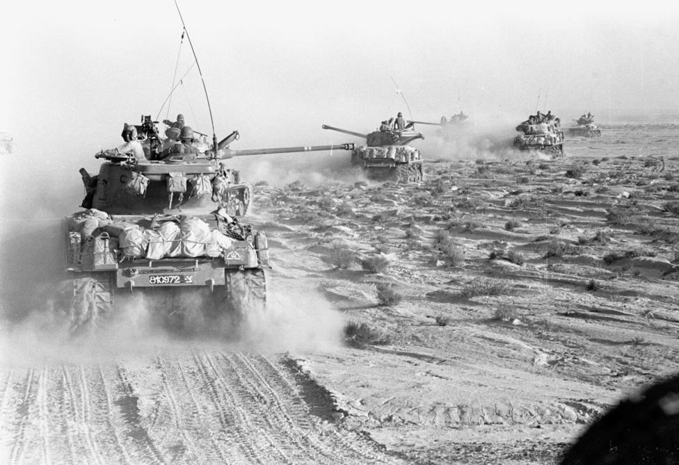 Ezen a napon zajlott le a világtörténelem egyik legnagyobb páncélos csatája. 1000 tank vívott sorsdöntő ütközetet a kulcsfontosságú Mitle-szorosban. A több óra hosszat zajló csatánál csak a kurszki csata volt nagyobb. Nasszer itt vetette be a szovjet ipar egyik óriását, a T-55-öst, ám ezzel sem tudta megakadályozni, hogy az összehangolt izraeli légi és páncélos erők felmorzsolják tankjait és kiharcolják a teljes győzelmet. Az egyiptomi ellenállás ezzel gyakorlatilag megszűnt és egyiptomi katonák tízezrei adták fel a számukra kilátástalanná vált harcot. Nasszer rájött, hogy a harc elveszett és elfogadta a tűzszünetet. (wiki)