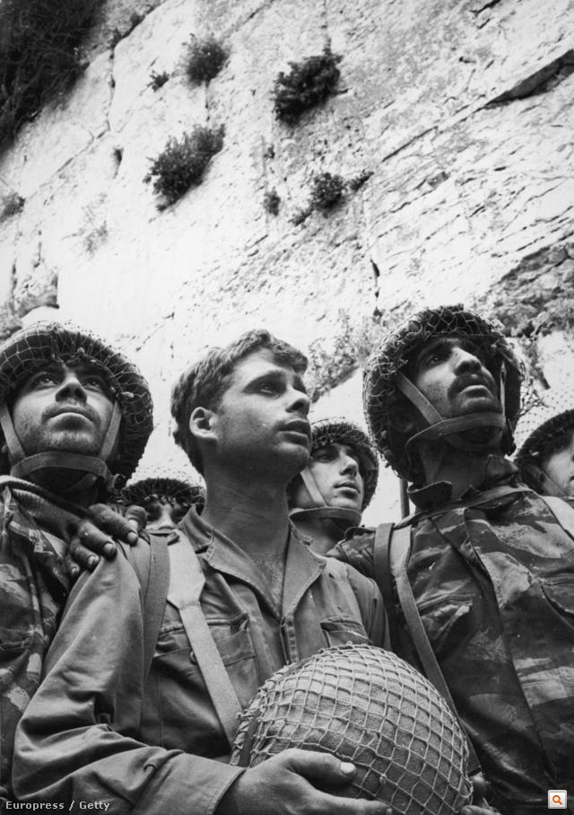 Az első izraeli katonák, akik megérinthették a Siratófalat