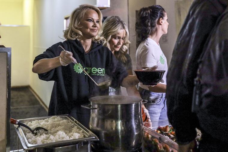 Nem áll annyira távol a sütés-főzés a színésznőtől, hiszen korábban már vegán étterme is volt, még ha az a sztori nem is zárult éppen happy enddel