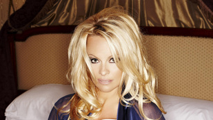 Pamela Anderson vegán főzéssel szállt be a politikába