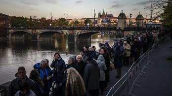 Közel 300 ezer ember búcsúzhat el Karel Gott-tól Prágában