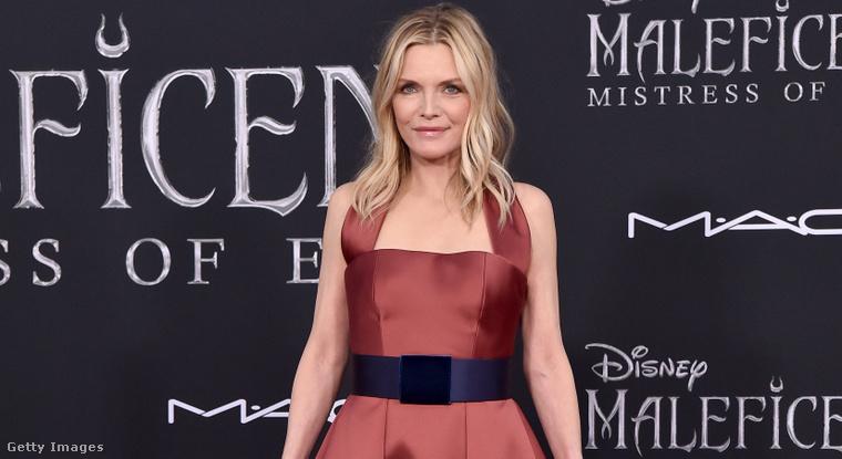1. Michelle Pfeiffer bordóban