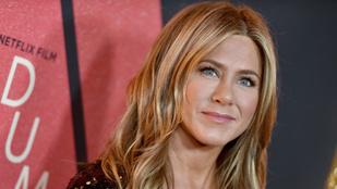 Jennifer Aniston korhoz kötné a közösségi média használatát