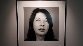 Marina Abramović csúnyán átvert mindenkit