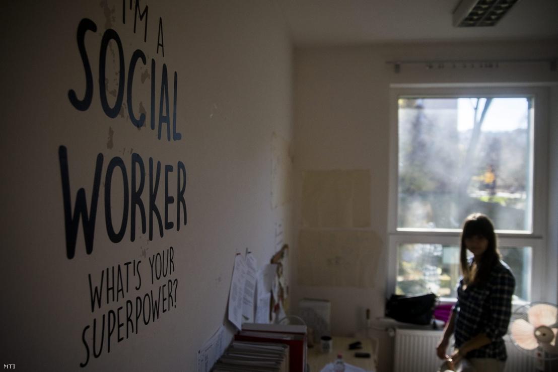 A Zuglói Családsegítő és Gyermekjóléti Központ fővárosi XIV. kerületi irodája a szociális munka napján 2015. november 12-én