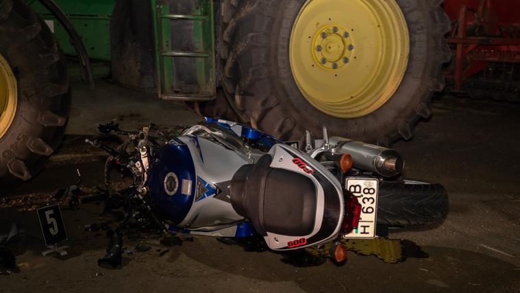Traktorral ütközött egy motoros, egy ember meghalt