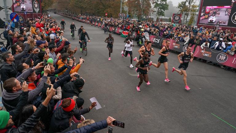Eliud Kipchoge az első ember, aki két órán belül futotta le a maratont