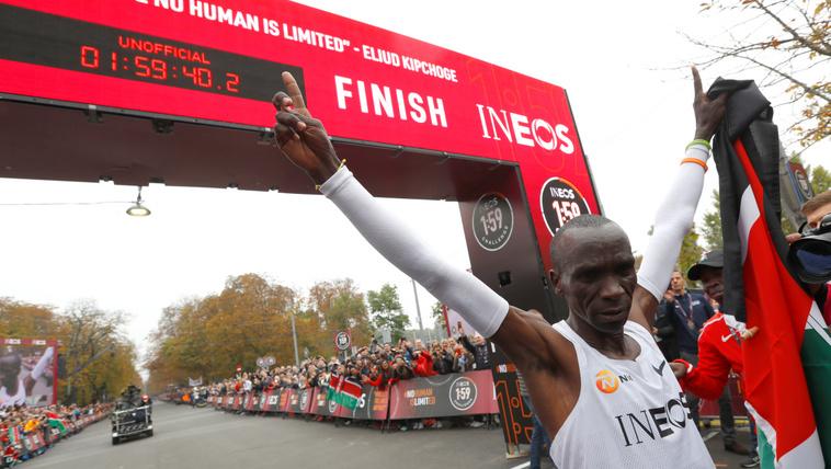 Eliud Kipchoge áttörte a kétórás álomhatárt maratonfutásban