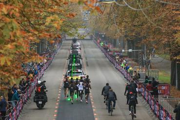 A maratont végig viszonylag egyenletes tempóban teljesítette, kilométerei 2:48 és 2:52 között ingadoztak, egyszer sem tűnt úgy, hogy krízisben lenne