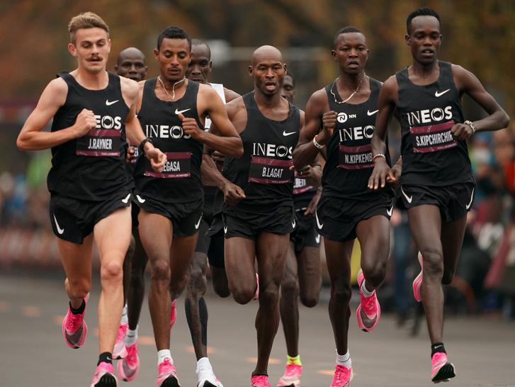 Kipchoge terve az volt, hogy végig 2 perc 50 másodperces kilométereket fut, amivel két órán belül kerülhet