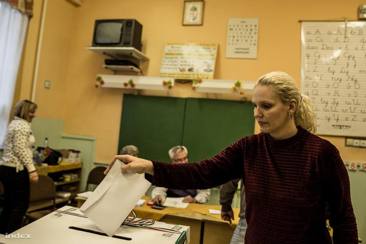 Szavazókör Ózdon a 2014-es önkormányzati választások alatt